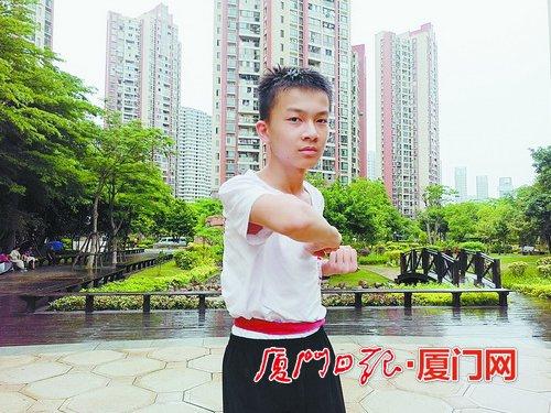 O garoto de 12 na esperança de contribuir para a promoção das artes marciais tradicionais, Wu Zu Quan