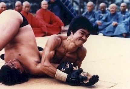 Como Bruce Lee e as lutas de rua em Hong Kong ajudaram a criar o MMA